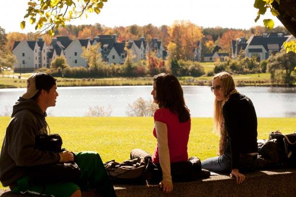 Aulas de inglês individuais em Bristol, estudantes conversando depois da aula